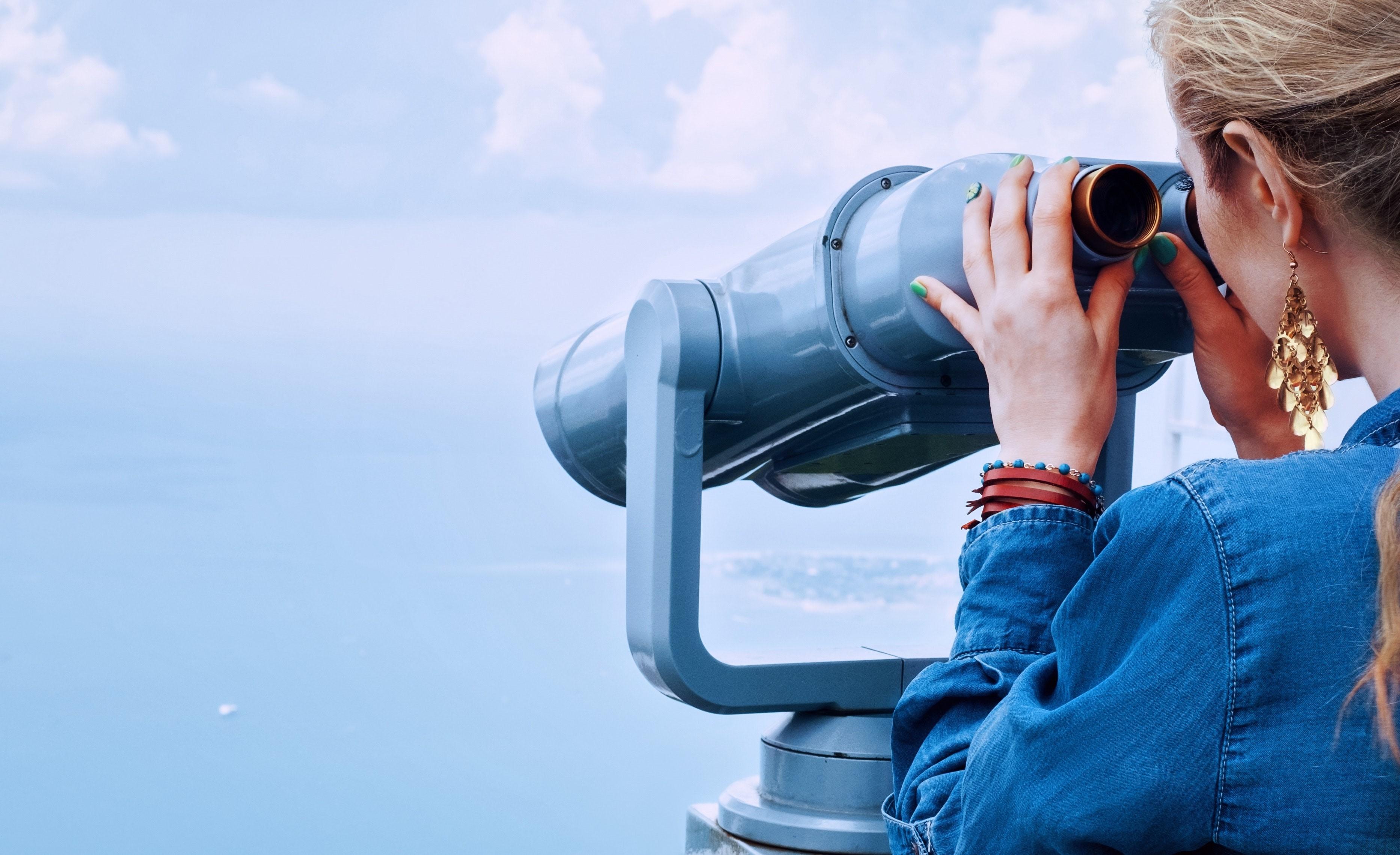 binoculars-blond-blonde